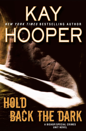 Hold Back the Dark ebook by Kay Hooper