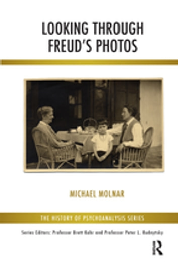 Looking Through Freud's Photos ebook by Michael Molnar
