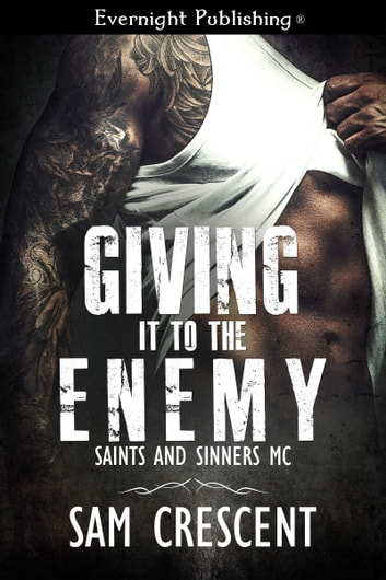 Giving It to the Enemy ebook by Sam Crescent
