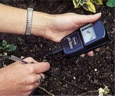 A Crash Course on How to Test Soil pH Level ebook by Ramon Harris