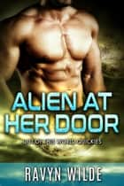 Alien At Her Door - Out Of This World ebook by Ravyn Wilde