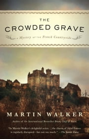 The Crowded Grave - A Mystery of the French Countryside ebook by Martin Walker